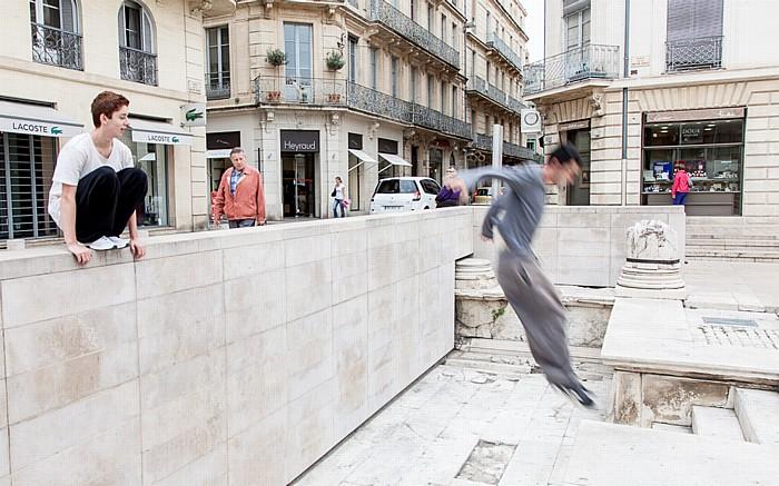 Nîmes Écusson: Place de la Maison Carrée - Parkour-Traceur