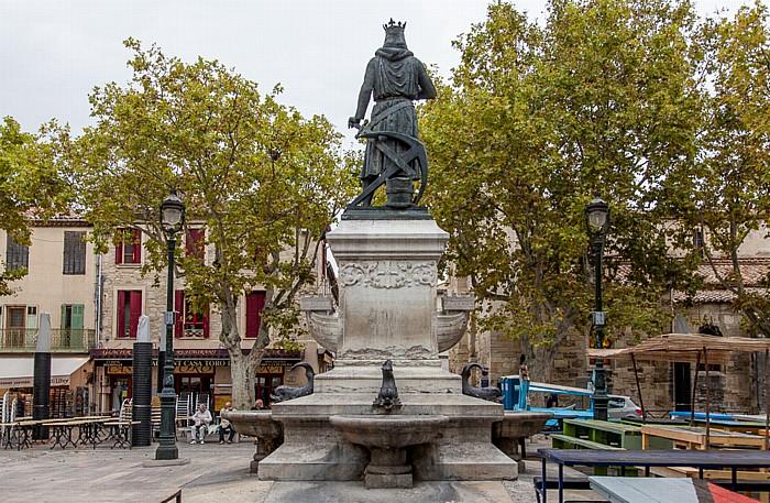 Aigues-Mortes Intra muros: Place Saint-Louis - Statue von Ludwig dem Heiligen