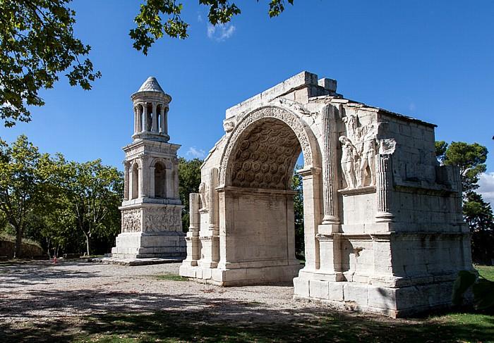 Saint-Rémy-de-Provence Ehem. römische Stadt Glanum: Juliermausoleum und Triumphbogen
