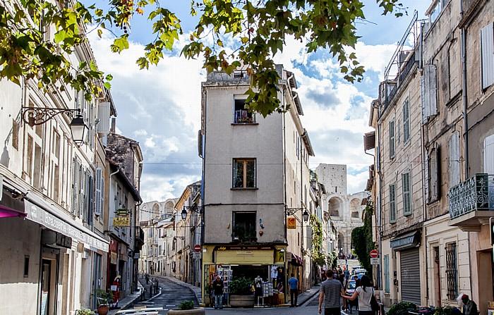 Arles Rue Voltaire (rechts), Rue Augustin Tardieu Amphitheater