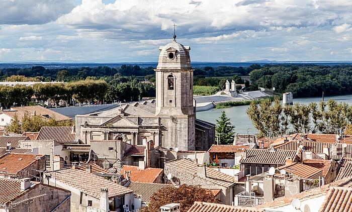Blick vom Amphitheater (Arènes d'Arles): Église Saint-Julien Pont des Lions