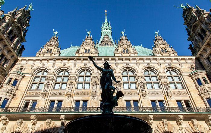 Hamburger Rathaus: Innenhof mit Hygieia-Brunnen