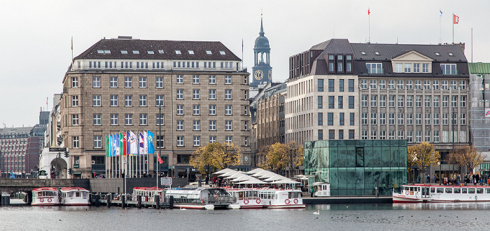 Hamburg Binnenalster, Jungfernstieg, Turm der St.-Michaelis-Kirche (Michel)
