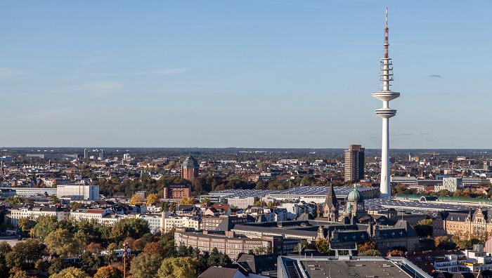 Blick vom Turm der St.-Michaelis-Kirche (Michel): Hamburg Messe und Heinrich-Hertz-Turm Schanzenturm