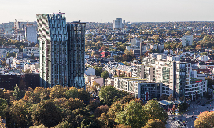 Hamburg Blick vom Turm der St.-Michaelis-Kirche (Michel): Tanzende Türme Alter Elbpark