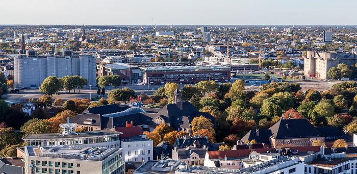 Hamburg Blick vom Turm der St.-Michaelis-Kirche (Michel) Flakturm IV in St. Pauli Große Wallanlagen Heiligengeistfeld Millerntor-Stadion