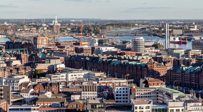 Hamburg Blick vom Turm der St.-Michaelis-Kirche (Michel): Speicherstadt / HafenCity Hamburger Hafen