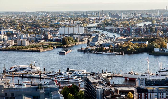 Hamburg Blick vom Turm der St.-Michaelis-Kirche (Michel): Elbe und Hafen Hamburger Hafen