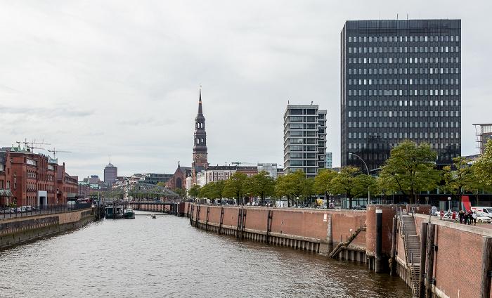 Hamburg Blick vom Wandrahmsteg: Zollkanal Speicherstadt St.-Katharinen-Kirche