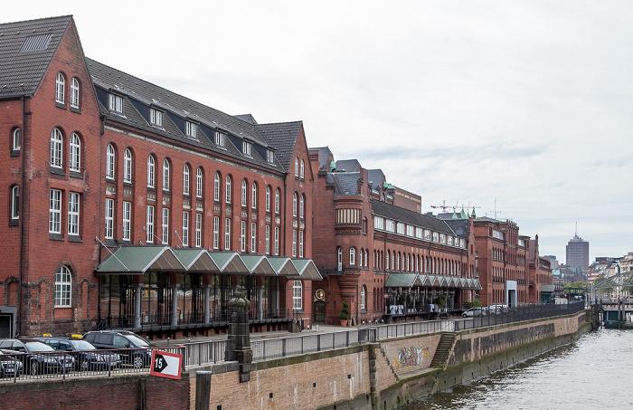 Hamburg Blick vom Wandrahmsteg: Speicherstadt und Zollkanal
