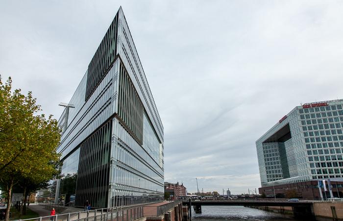 Hamburg Blick vom Wandrahmsteg: Deichtor-Center, Zollkanal mit Oberbaumbrücke und Spiegel-Gebäude Ericusspitze