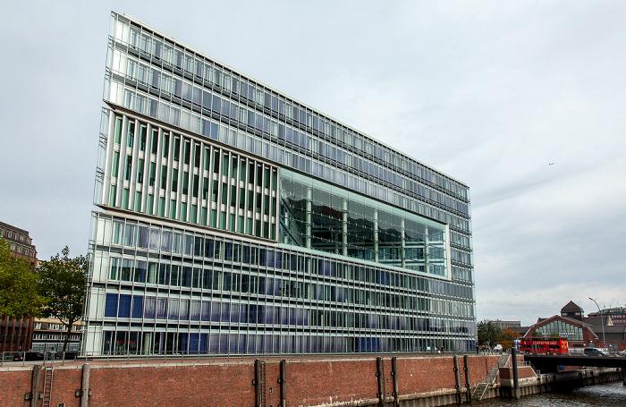 Hamburg Blick vom Wandrahmsteg: Deichtor-Center und Zollkanal Deichtorhallen