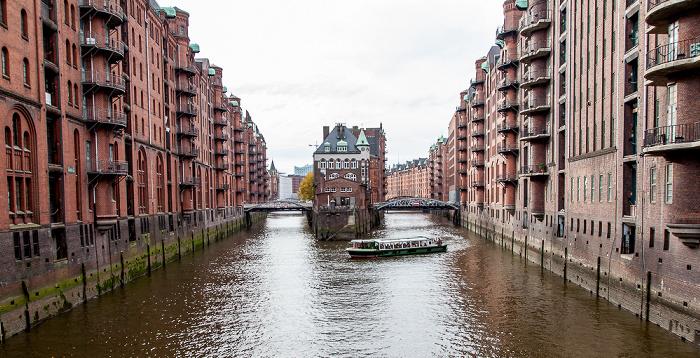 Hamburg Speicherstadt - Blick von der Poggenmühlenbrücke Holländischbrookfleet Holländischbrookfleetbrücke Wandrahmsfleet Wandrahmsfleetbrücke Wasserschloss