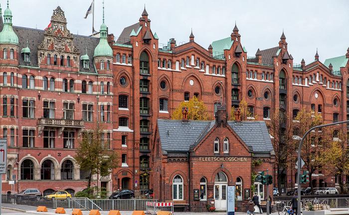 Hamburg Speicherstadt: St. Annenplatz mit Fleetschlösschen und Holländischer Brook
