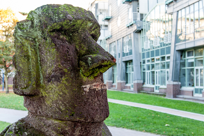 Hamburg Michelwiese: Moai-Skulptur Angelito Verlagsgebäude Gruner + Jahr