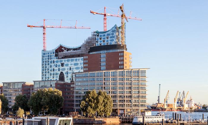 Hamburg Speicherstadt (HafenCity): Sandtorkai und Elbphilharmonie Elbe Hamburger Hafen