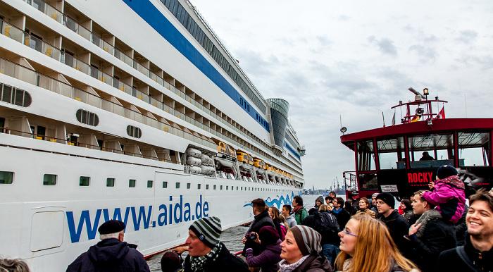 Elbe: Kreuzfahrtschiff AIDAsol Hamburg