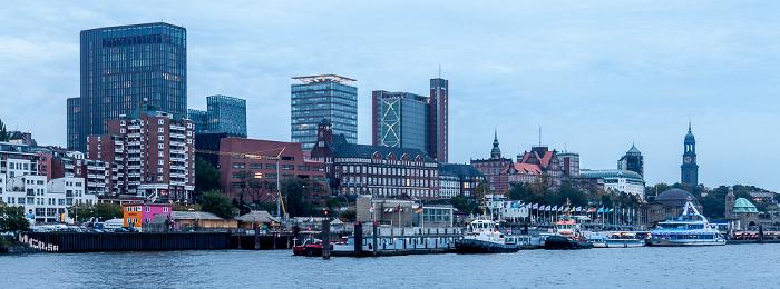 Elbe, St. Pauli-Landungsbrücken Hamburg