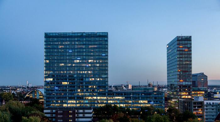 Blick aus dem Hotel Motel One Hamburg-Alster: Berliner-Tor-Center Berliner Bogen