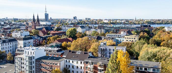 Blick aus dem Hotel Motel One Hamburg-Alster: St. Georg Außenalster Heinrich-Hertz-Turm Radisson Blu Hotel St. Marien-Dom