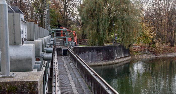 München Stauwehr Oberföhring: Einlaufbauwerk des Mittlere-Isar-Kanals, Isar