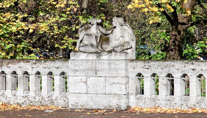 München Max-Joseph-Brücke: Figurengruppe Erde