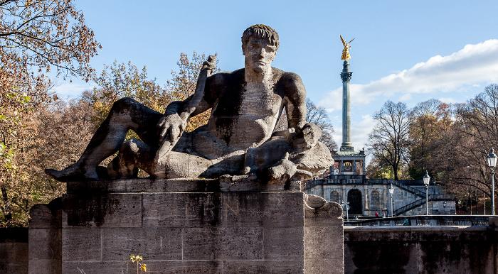 München Luitpoldbrücke: Steinfigur Baiern Friedensengel