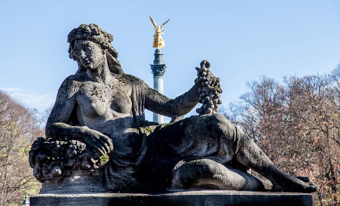 München Luitpoldbrücke: Steinfigur Pfalz Friedensengel