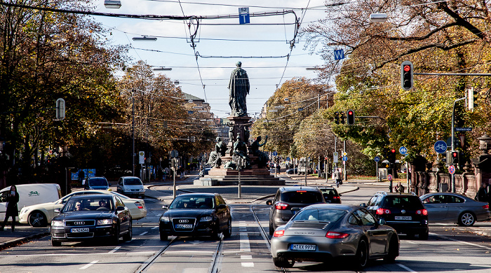 München Lehel: Maximilianstraße mit Maxmonument