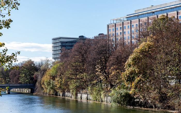 München Blick von der Museumsinsel: Isar, Deutsches Patent- und Markenamt (rechts) und Europäisches Patentamt Boschbrücke