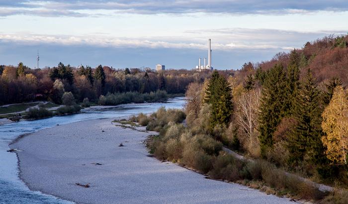 München Blick von der Großhesseloher Brücke in Richtung Norden: Isar Heizkraftwerk München-Süd Olympiaturm