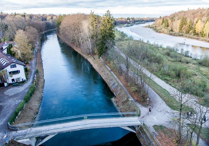 München Blick von der Großhesseloher Brücke in Richtung Norden: Isar-Werkkanal (links) und Isar Heizkraftwerk München-Süd