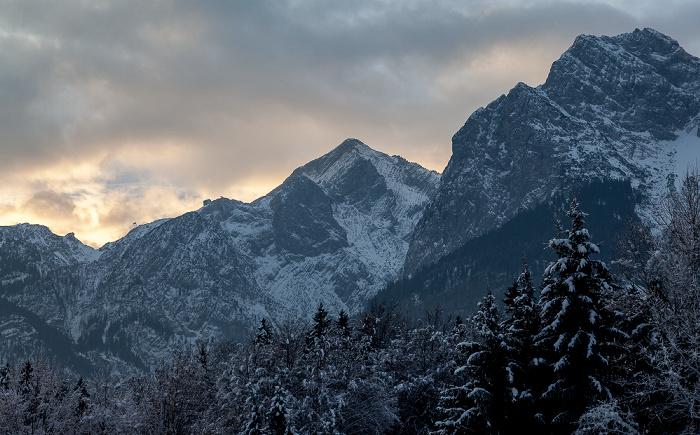 Grainau Blick aus dem Hotel Alpenhof: Wettersteingebirge - Kreuzeck (links) und Alpspitze