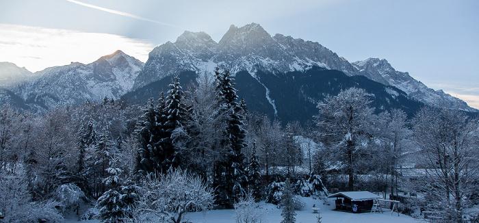 Grainau Blick aus dem Hotel Alpenhof: Wettersteingebirge - Kreuzeck und Alpsitze, Waxenstein, Zugspitze (v.l.)