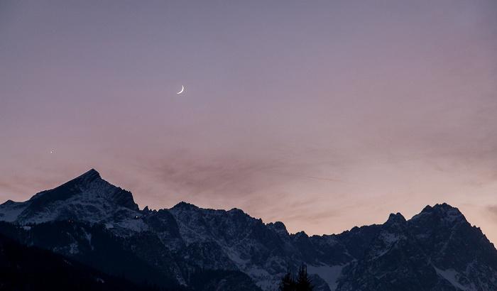 Garmisch-Partenkirchen Mondaufgang über dem Wettersteingebirge