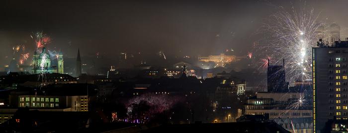 München Blick vom BR-Funkhaus: Silvester-/Neujahr-Feuerwerk Frauenkirche Maximilianeum Theatinerkirche