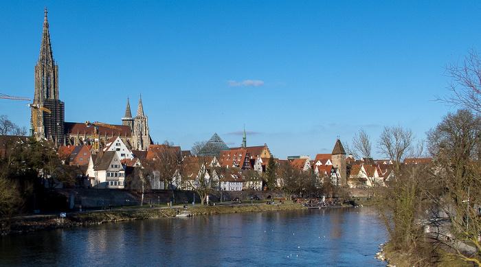 Blick von der Eisenbahnbrücke: Donau, Altstadt mit Fischerviertel und Ulmer Münster