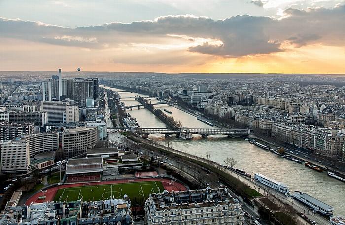 Blick vom Eiffelturm (Tour Eiffel): Seine mit der Île aux Cygnes Paris 2014