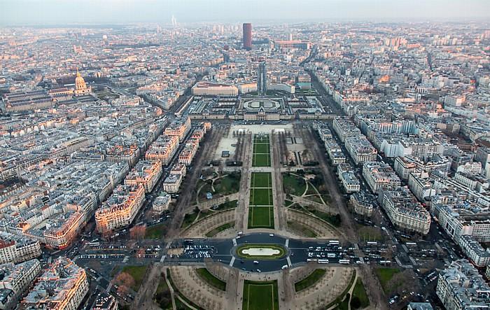 Blick vom Eiffelturm (Tour Eiffel): Marsfeld (Champ de Mars) Paris 2014