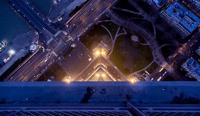 Blick vom Eiffelturm (Tour Eiffel): Nordpfeiler Paris