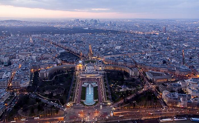 Blick vom Eiffelturm (Tour Eiffel): Trocadéro mit dem Palais de Chaillot, Bois de Boulogne und La Défense Paris