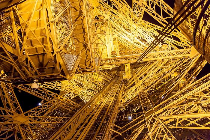 Eiffelturm (Tour Eiffel): Ostpfeiler Paris 2014
