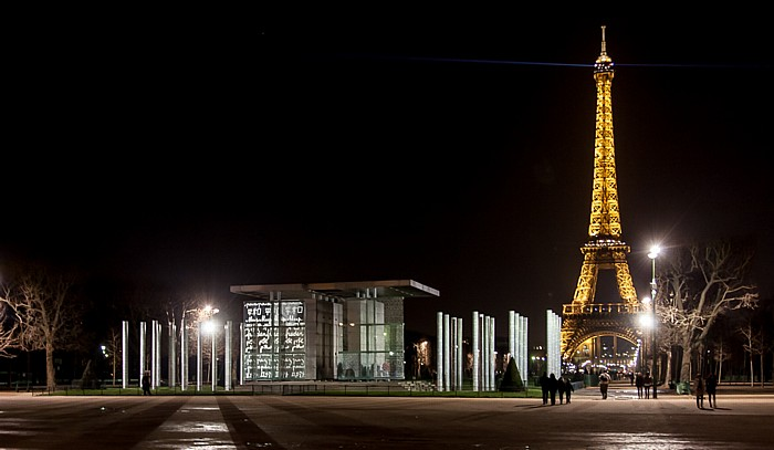 Marsfeld (Champ de Mars) mit The Wall for Peace, Eiffelturm (Tour Eiffel) Paris