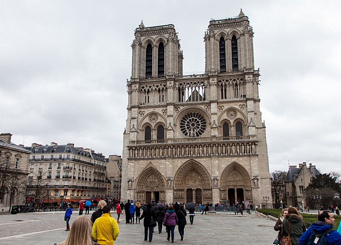 Île de la Cité: Parvis Notre-Dame - Place Jean-Paul-II, Notre-Dame de Paris Parvis Notre-Dame - place Jean-Paul-II