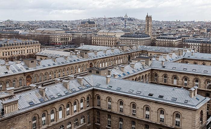 Blick von der Notre-Dame de Paris: Île de la Cité mit dem Hôtel-Dieu de Paris Basilique du Sacré-Coeur Église Saint-Eustache Montmartre Opéra Garnier Place du Châtelet Théâtre de la Ville Théâtre du Châtelet Tour Saint-Jacques