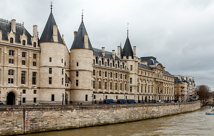 Île de la Cité: Palais de Justice Paris 2014