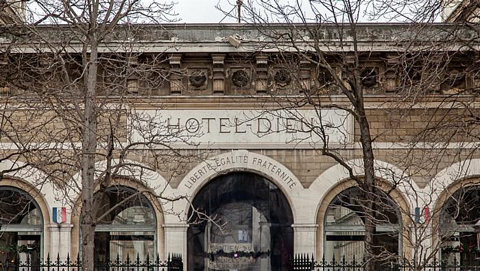 Île de la Cité: Hôtel-Dieu de Paris