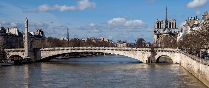 Blick von der Pont de Sully: Seine mit der Pont de la Tournelle, Notre-Dame de Paris Eiffelturm