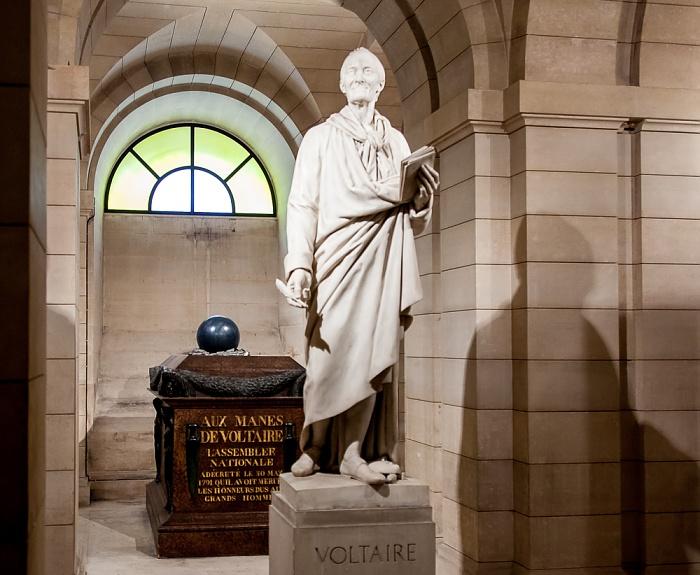 Paris Panthéon: Statue und Sarkophag von Voltaire
