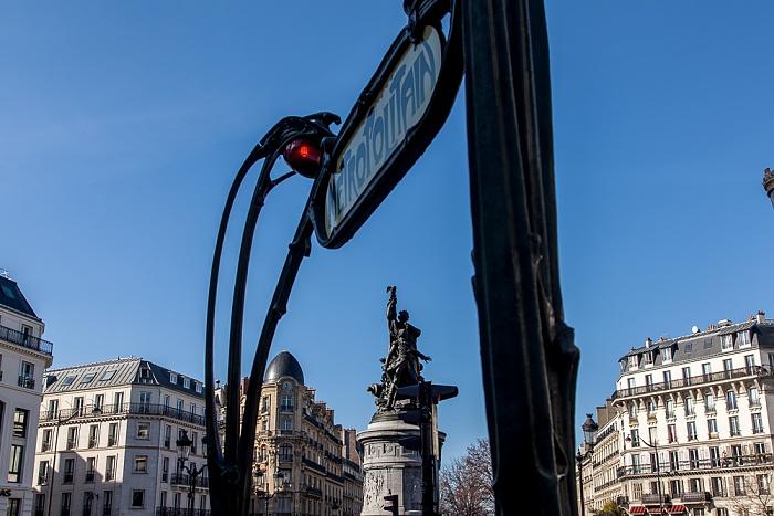 Paris Montmartre: Place de Clichy Marschall-Moncey-Denkmal Metrostation Place de Clichy